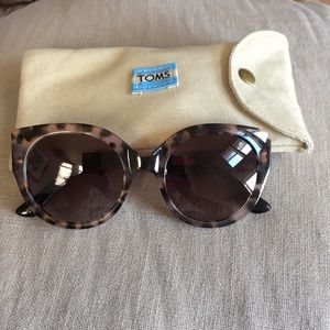 9042f5cb3c44a Tom s Luisa Cat Eye Tortoise Shell sunglasses
